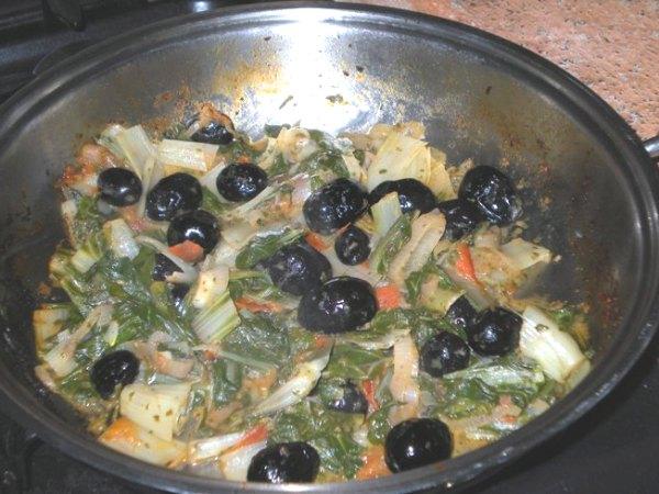 Bietole e olive nere stufate
