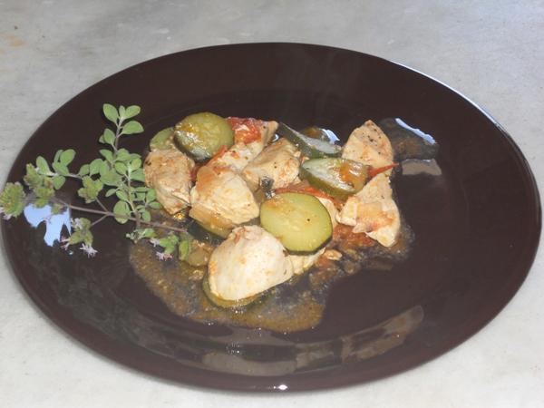 Bocconcini di pollo con zucchine e maggiorana