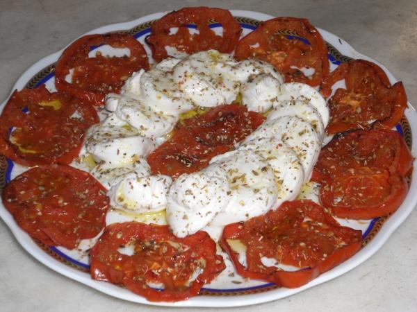 Caprese con nodino di mozzarella e pomodori grigliati