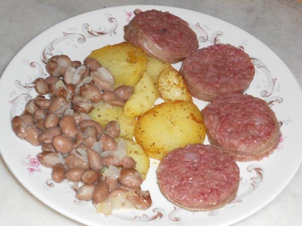 Cotechino con fagioli borlotti patate e alloro