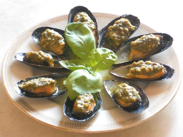 Cozze al pesto di basilico e mandorle