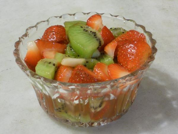 Dessert di fragole e kiwi