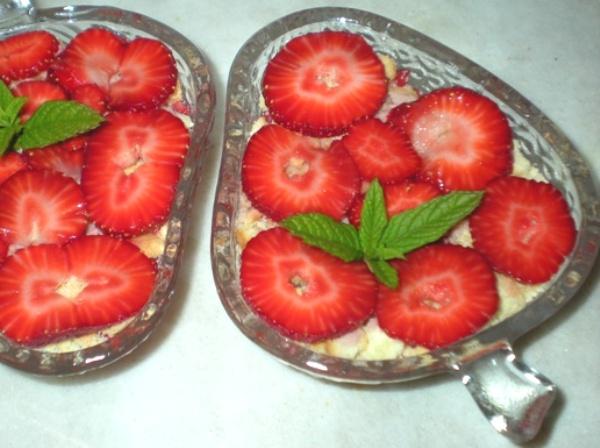 Dessert con fragoloni e Limoncello