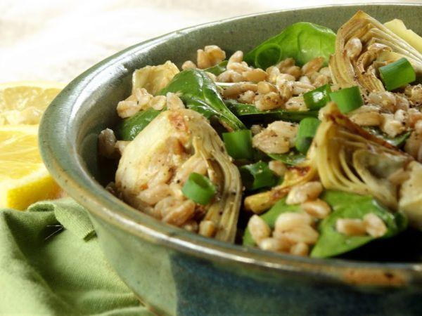 Insalata di farro spinaci e cuori di carciofo