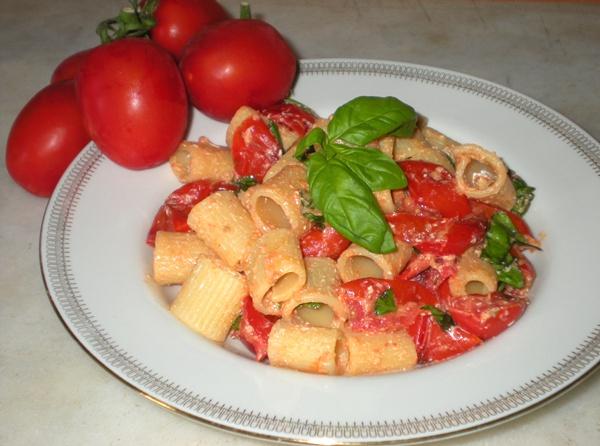 Insalata di pasta con piccadilly e pecorino romano