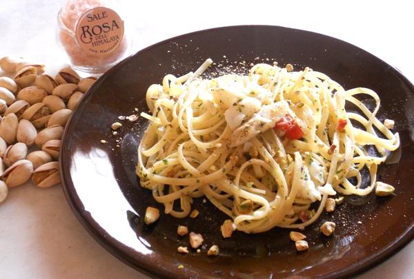 Linguine con baccalà e granella di pistacchi