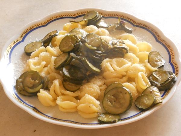 Orecchiette con zucchine e ricotta salata
