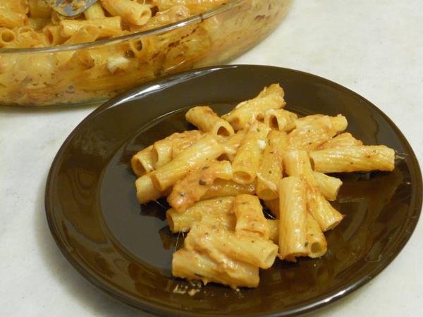 Pasta al forno con pesto rosso alla siciliana e scamorza affumicata