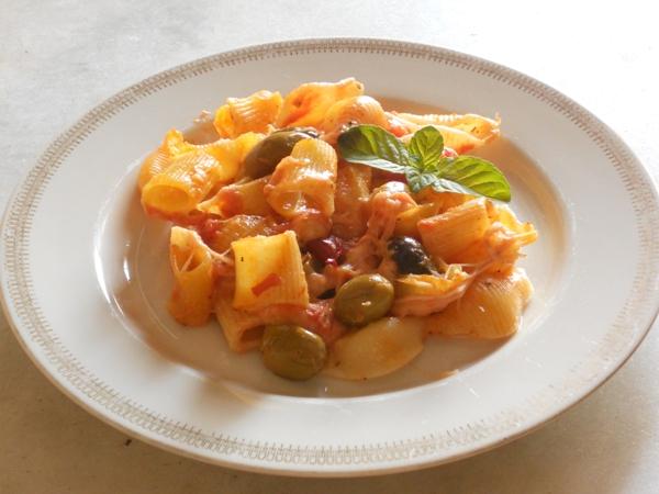 Pasta mista al forno con olive, menta e peperoncino