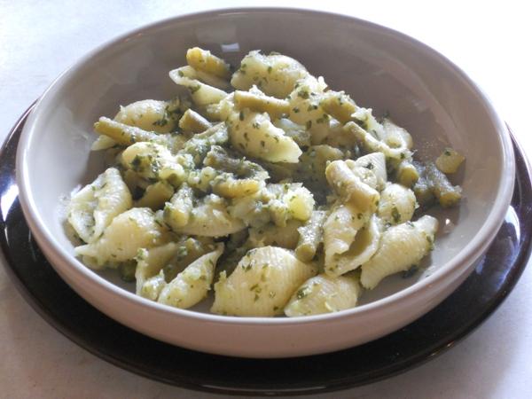 Pasta con pesto fagiolini e patate