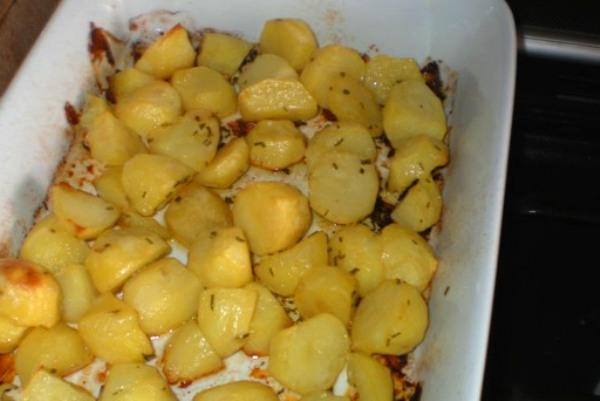 Patate al forno con dragoncello e rosmarino