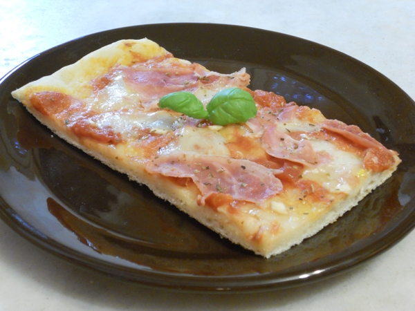 Pizza al prosciutto cotto e mozzarella