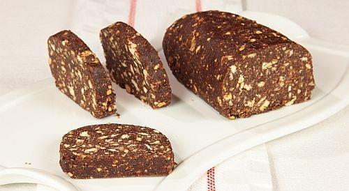 Salame di cioccolato con nocciole