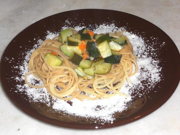 Spaghetti misti con zucchine e pecorino toscano