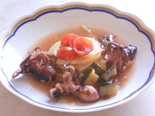 Spaghetti con moscardini in brodetto di verdure