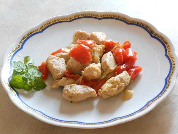 Spezzatino di pollo con peperoni rossi e menta
