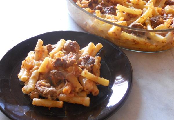 Ziti con carne e mozzarella al forno