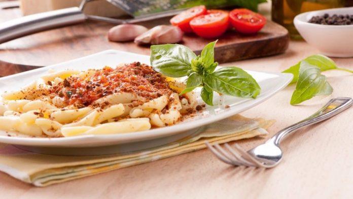 ricetta pasta al pesto rosso